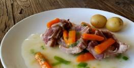 Salt lammekjøtt med purreløksaus og gulrøtter