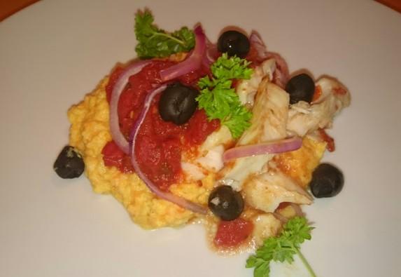 Torsk med tomater, oliven og rotstappe