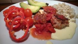 Kyllingkjøttboller i tomatsaus