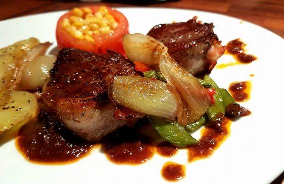 Tournedos – oksefilet med rødvinssaus og tilbehør