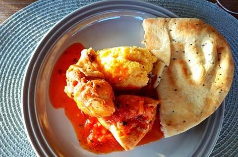 Spicy kyllinggryte med chili og basilikum