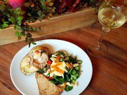 Fylt krabbe med spinatsalat og chilimajones